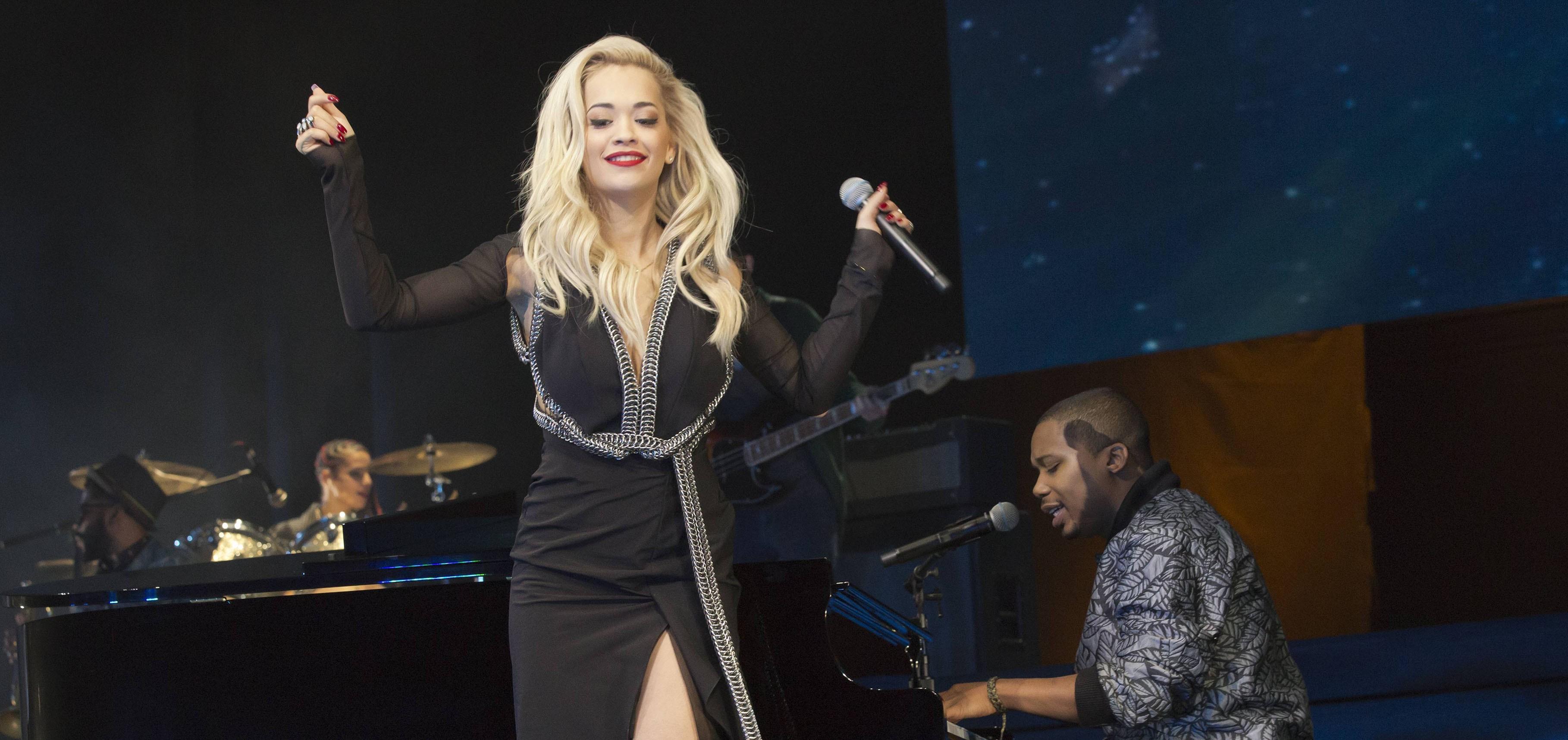 Charles Hamilton and Rita Ora Perform 'New York Raining' on 'Late Night'
